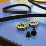 Y軸用スライダーロッドにタイミングベルトを掛けて筐体に固定する