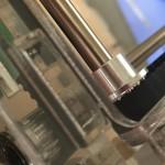 X軸用のスライダーロッドを筐体に固定する